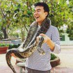 Tham quan trại rắn Đồng Tâm và chụp hình với trăn