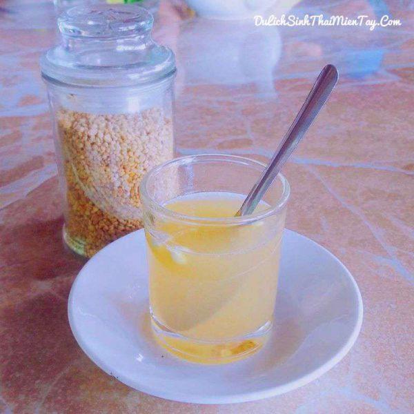 Thưởng thức ly trà phấn hoa mật ong tự tay pha chế thật ngon