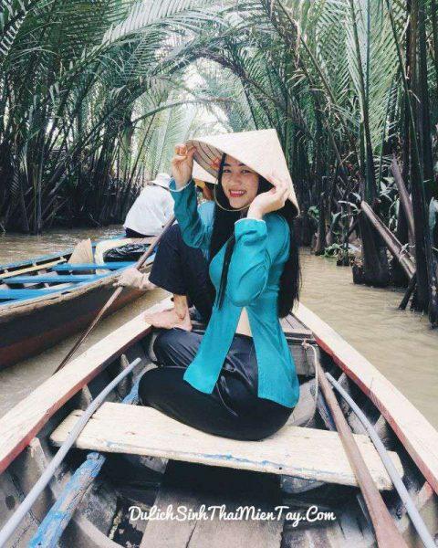 Cô gái miền Tây với nón lá, áo bà bà truyền thống duyên dáng