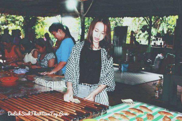 Tour du lịch tát mương bắt cá - Tham quan lò kẹo dừa