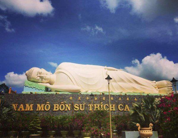 Tượng Phật Thích Ca lớn nhất Việt Nam tại chùa Vĩnh Tràng