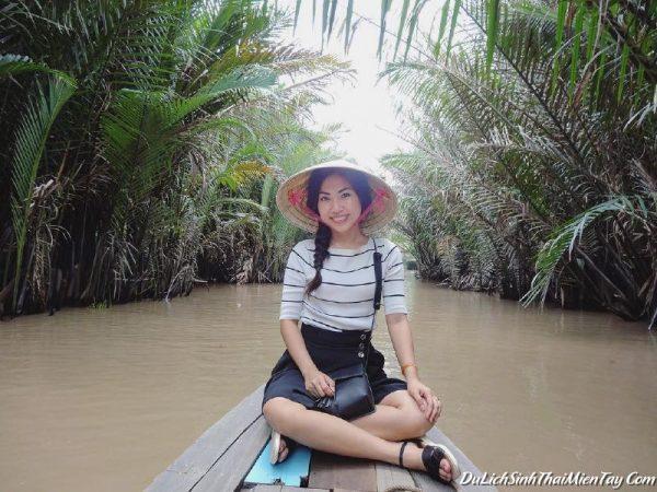 Khu du lịch cồn Phụng - ngồi đò chèo tham quan rừng dừa nước