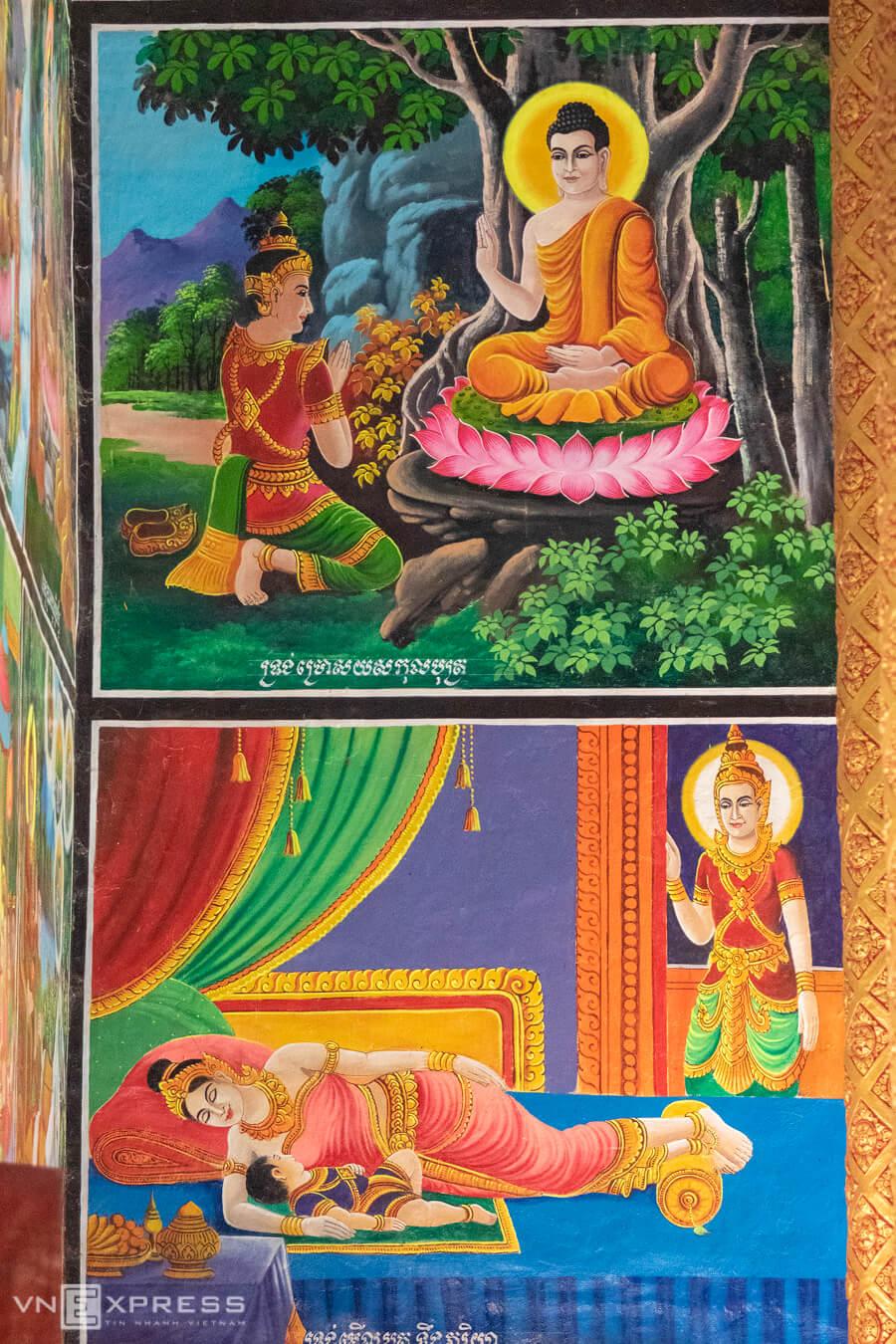 Nhiều chi tiết trong chánh điện được trang trí phù điêu bích họa cầu kỳ, công phu, nhiều màu sắc mang đậm dấu ấn nhà Phật.