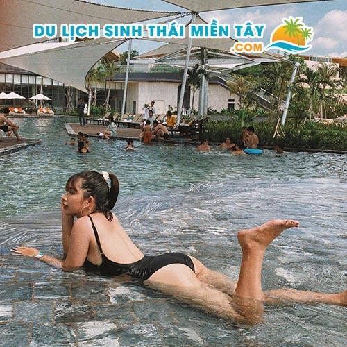 Tắm khoáng suối nóng Bình Châu
